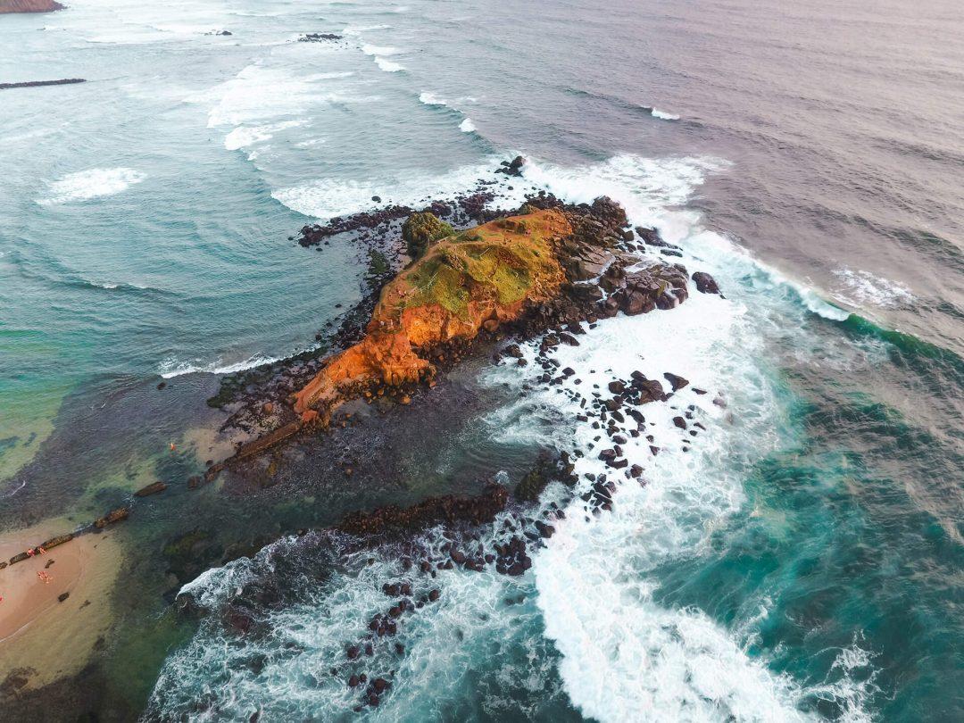 beaches-sri-lanka-un-mirissa-parrot-rock-1080x810.jpg